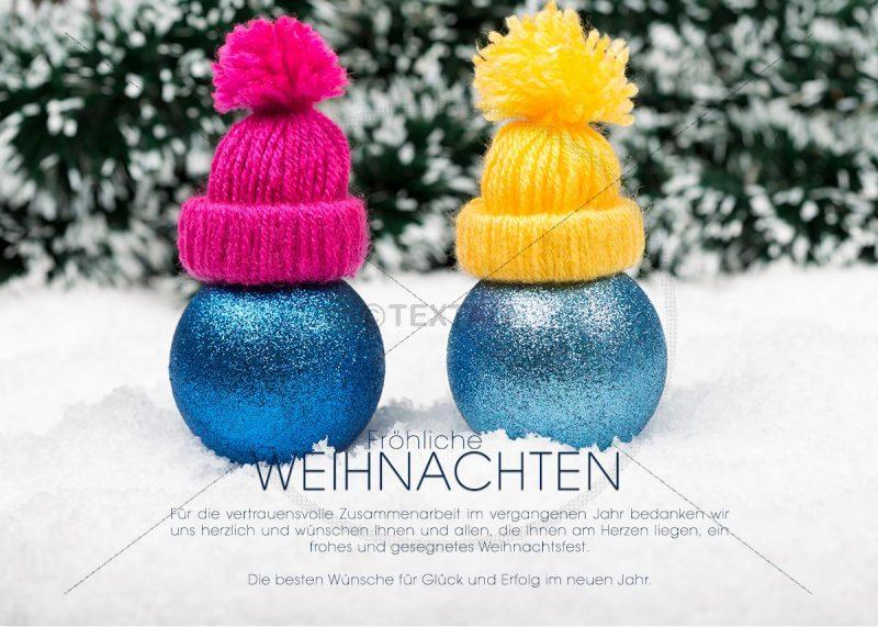 witzige weihnachtliche e-Card - 2 Kugeln mit Mütze im Schnee (333)