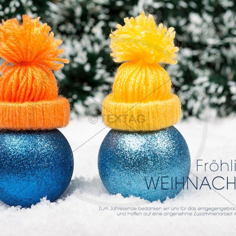 witzige weihnachtliche e-Card - 2 Kugeln mit Mütze im Schnee (334)