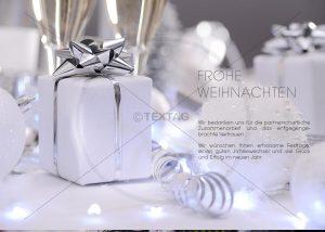 stylische Weihnachts-E-Card mit Geschenkpaketen in Silber (340)